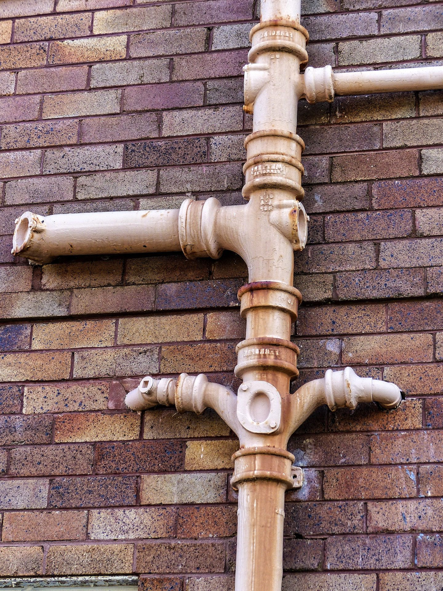 gutters downpipe bracket 2